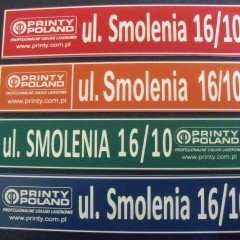 Tablice z numerami domów i nazwami ulic