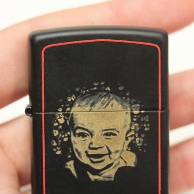 Zapalniczka ze zdjęciem dziecka