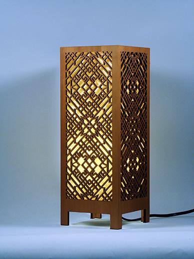 drewniana-lampka-ze-sklejki